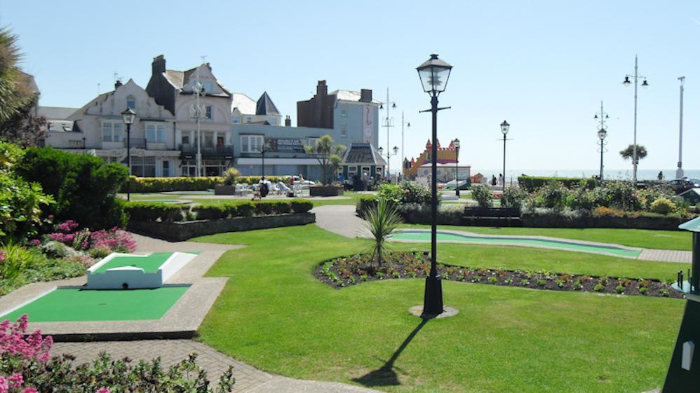 Seafront mini Crazy Golf